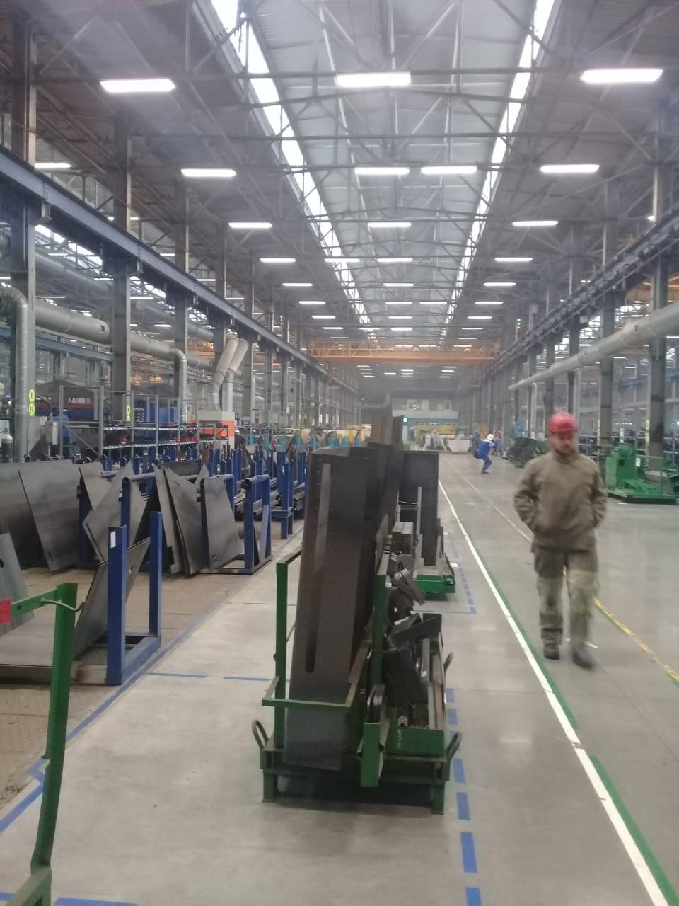 جولة لليوم السابع بمصنع جرارات السكة الحديد الروسى (20)