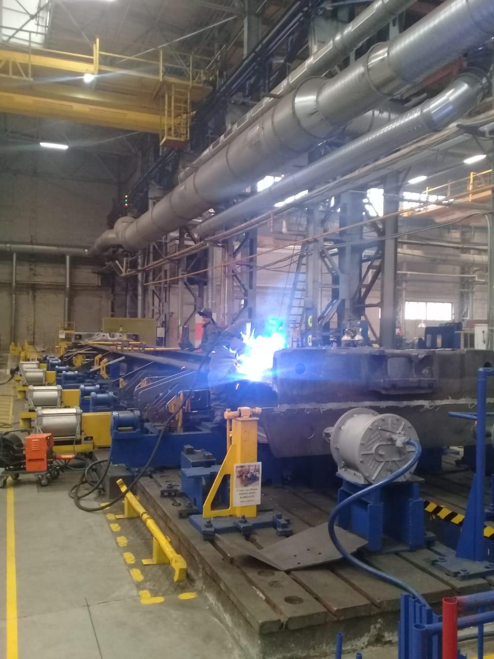 جولة لليوم السابع بمصنع جرارات السكة الحديد الروسى (30)