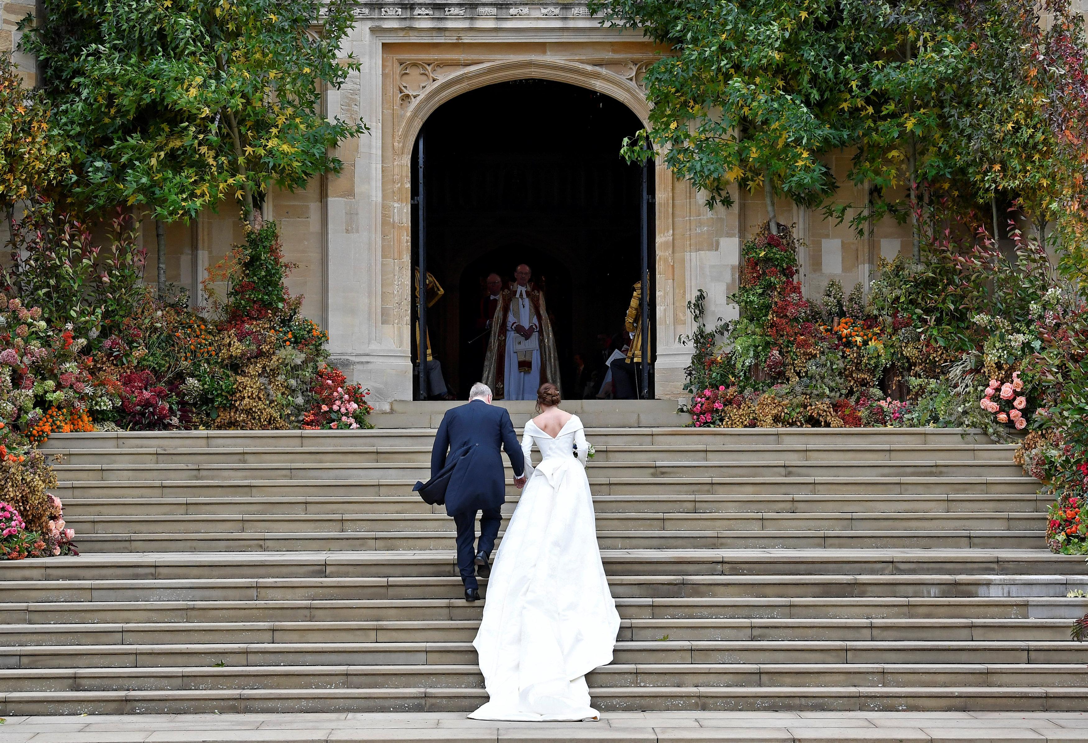 صعود الأميرة ويجينى وزوجها إلى قلعة وندسور