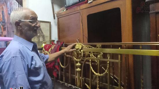صور.. السرير النحاس لأصحاب الذوق الرفيع فى أقدم محل بالإسكندرية منذ عام 1918 (12)