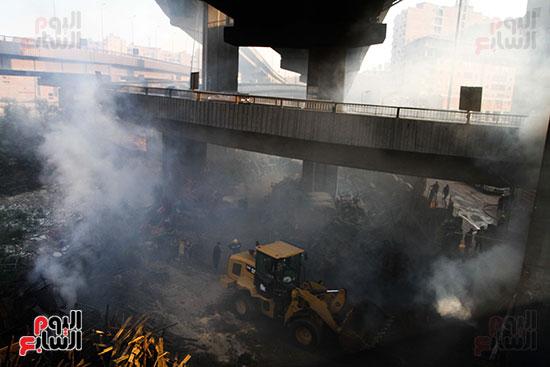 صور حريق مخزن الهرم (17)