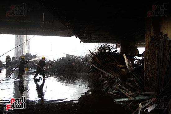 صور حريق مخزن الهرم (4)