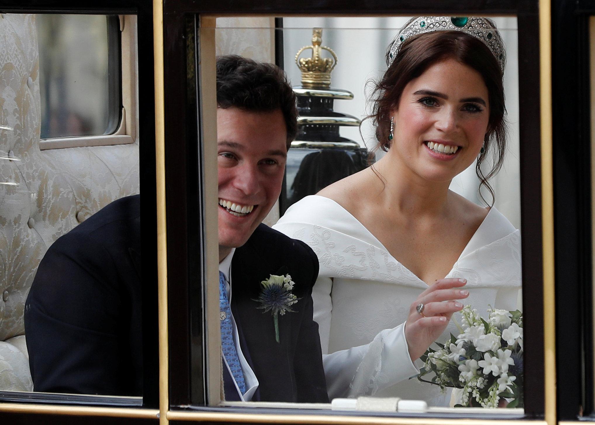 الأمير ويجينى وزوجها بالعربة الملكية