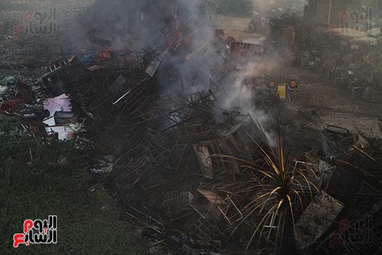 صور حريق مخزن الهرم (13)