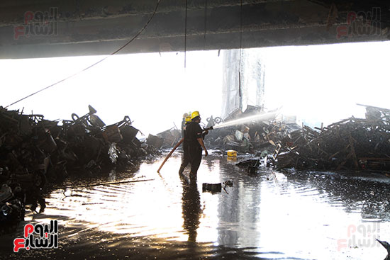 صور حريق مخزن الهرم (3)