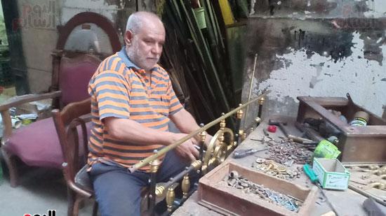صور.. السرير النحاس لأصحاب الذوق الرفيع فى أقدم محل بالإسكندرية منذ عام 1918 (19)