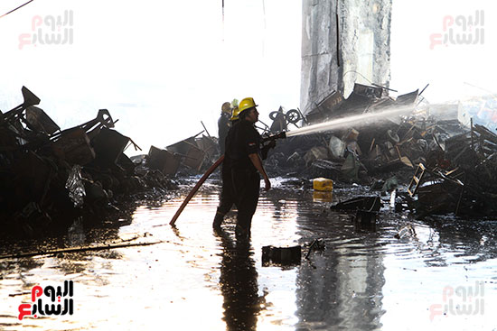 صور حريق مخزن الهرم (2)
