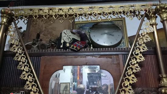 صور.. السرير النحاس لأصحاب الذوق الرفيع فى أقدم محل بالإسكندرية منذ عام 1918 (4)