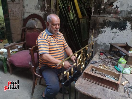 صور.. السرير النحاس لأصحاب الذوق الرفيع فى أقدم محل بالإسكندرية منذ عام 1918 (20)