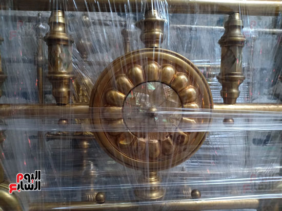 صور.. السرير النحاس لأصحاب الذوق الرفيع فى أقدم محل بالإسكندرية منذ عام 1918 (16)