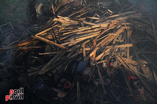 صور حريق مخزن الهرم (15)