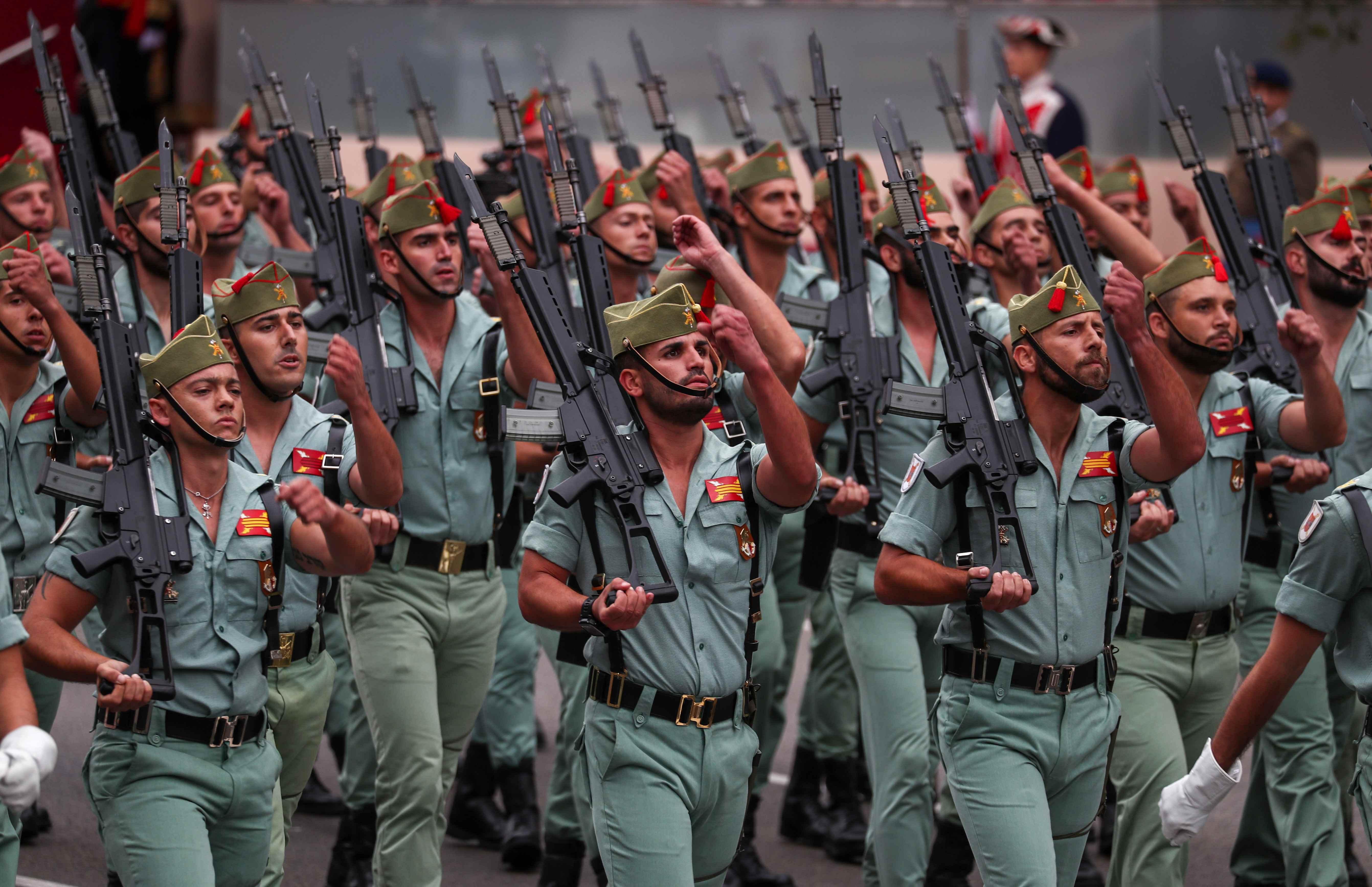 عروض عسكرية خلال العيد القومى بإسبانيا