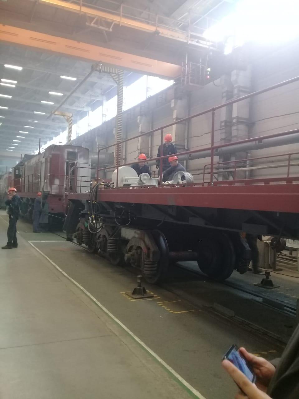 جولة لليوم السابع بمصنع جرارات السكة الحديد الروسى (27)
