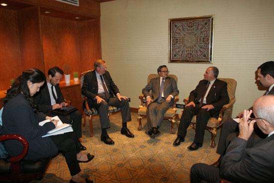 الدكتور محمد عبد العاطى وزير الرى مع الرئيس الشرفى للمجلس العالمى للمياه (2)