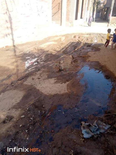 غرق الشوارع بمياة الصرف الصحى.jpg2