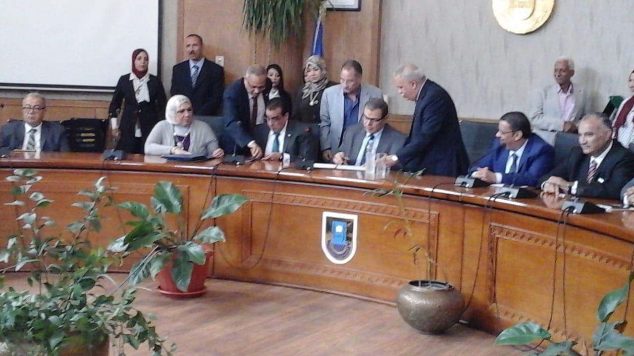 رئيس جامعة قناة السويس يستقبل وزير القوى العاملة لتوقيع بروتوكول تعاون (1)