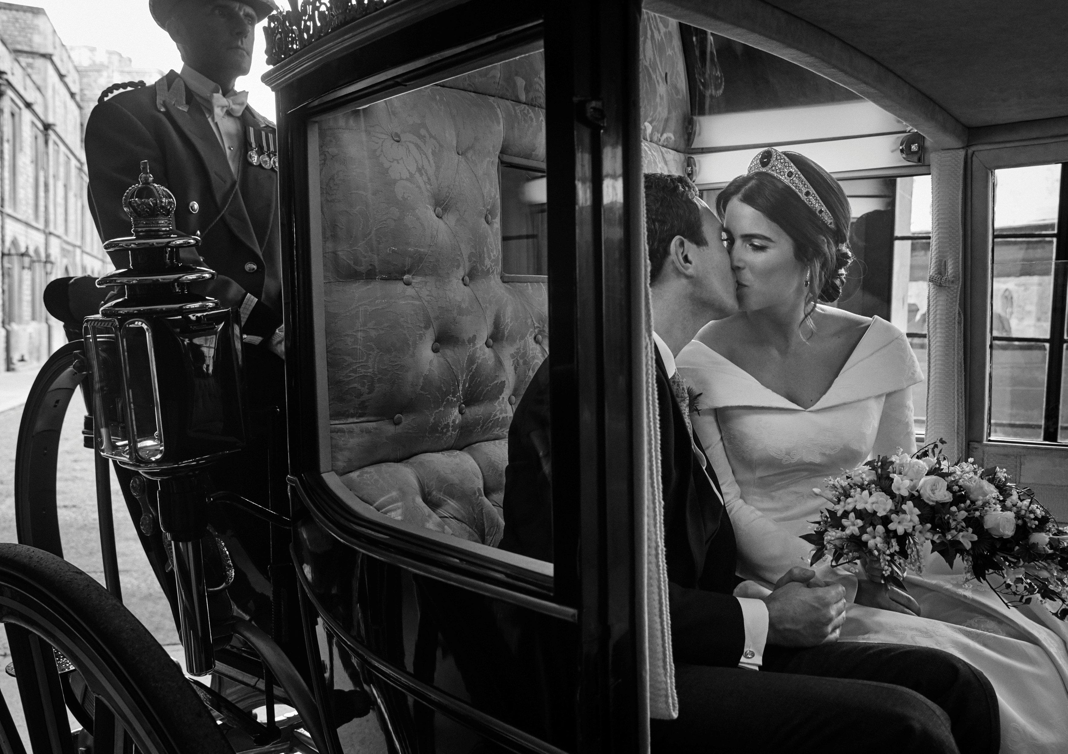 قبلة بين الأميرة وزوجها