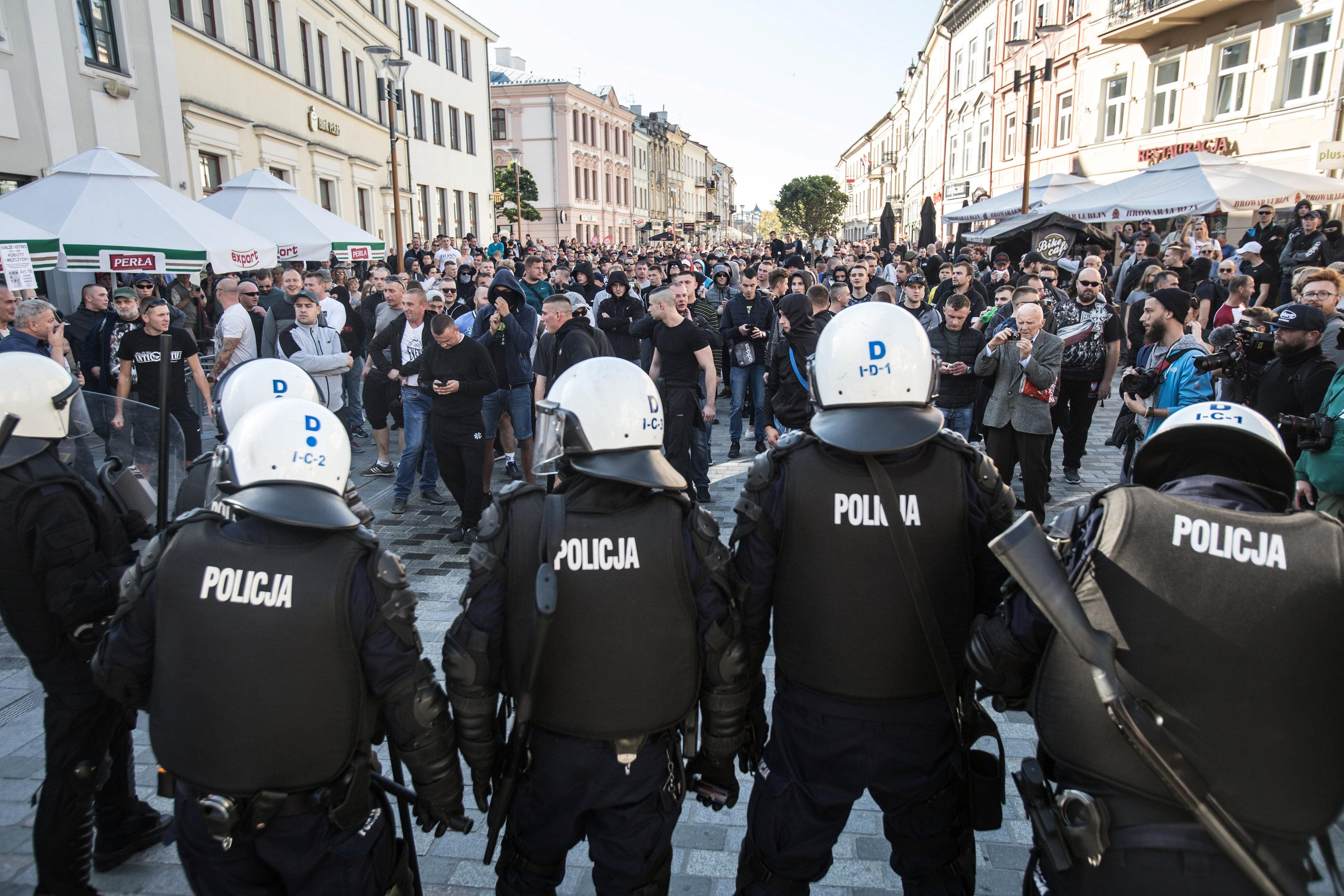 الشرطة البولندية تتصدى للمحتجين