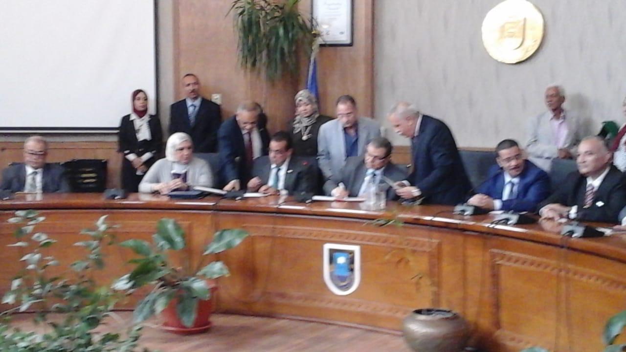رئيس جامعة قناة السويس يستقبل وزير القوى العاملة لتوقيع بروتوكول تعاون (3)
