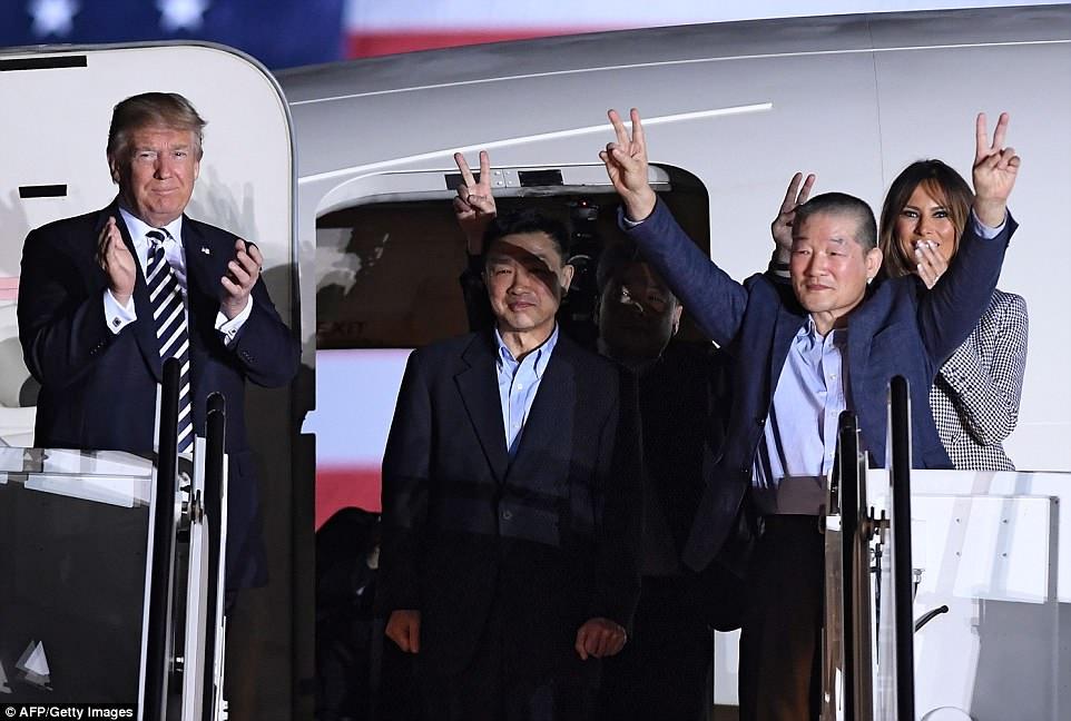 ترامب وميلانيا حرصا على استقبال السجناء الأمريكيين العائدين من كوريا الشمالية