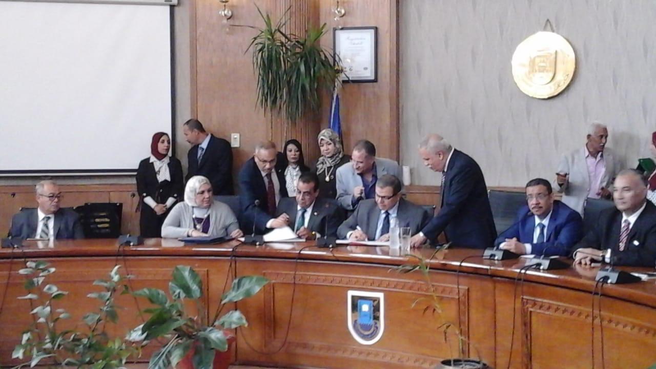 رئيس جامعة قناة السويس يستقبل وزير القوى العاملة لتوقيع بروتوكول تعاون (2)