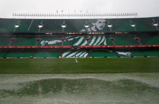 سقوط الأمطار على ملعب  بينيتو فيامارين