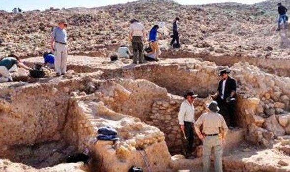 علماء الآثار فى منطقة اطلال سدوم