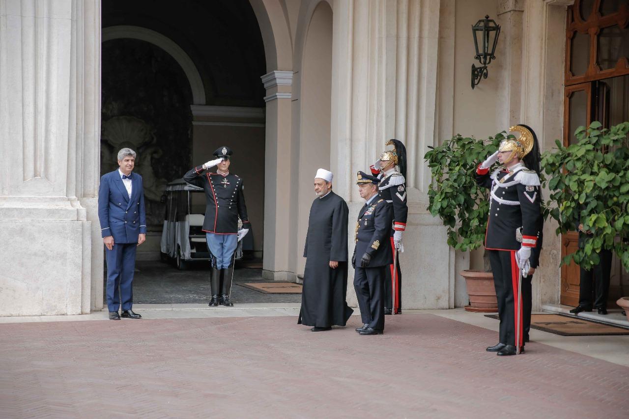 لقاء شيخ الازهر مع الرئيس الايطالى (9)