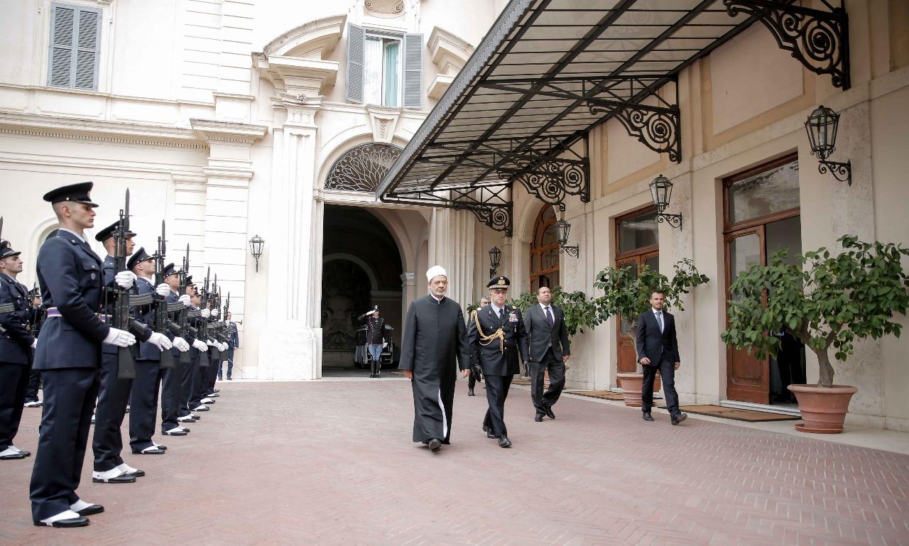 لقاء شيخ الازهر مع الرئيس الايطالى (10)