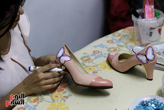 الرسم على الأحذية