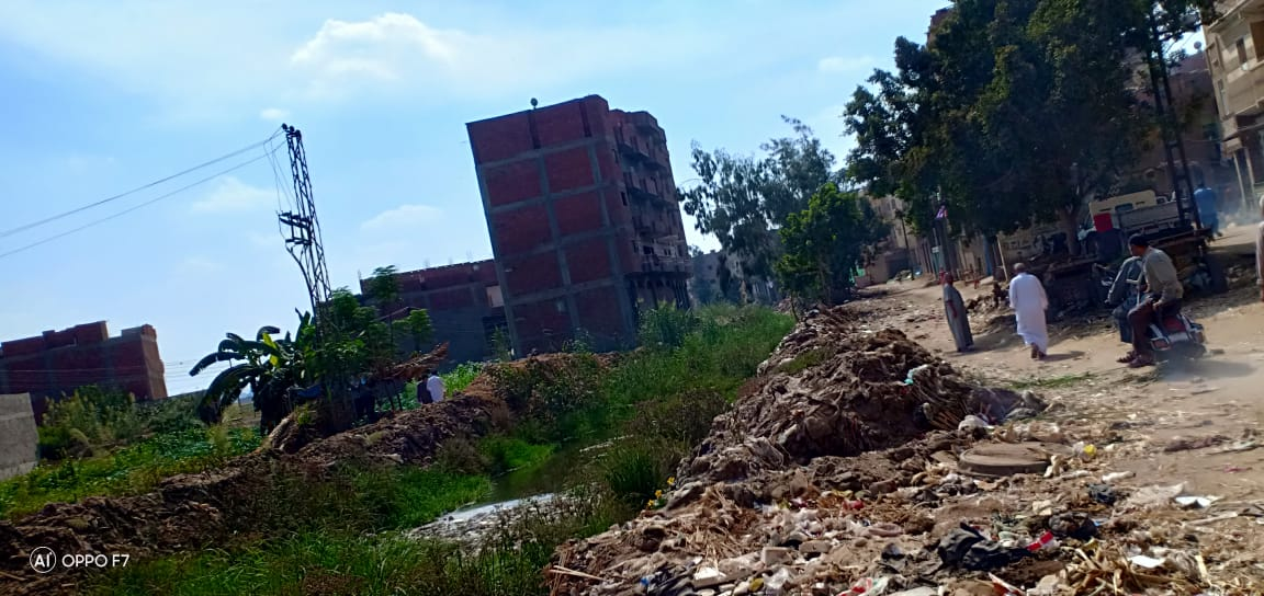 صور..  القمامة  تحاصر مصرف كنيسة دمشيت بالغربية  (5)