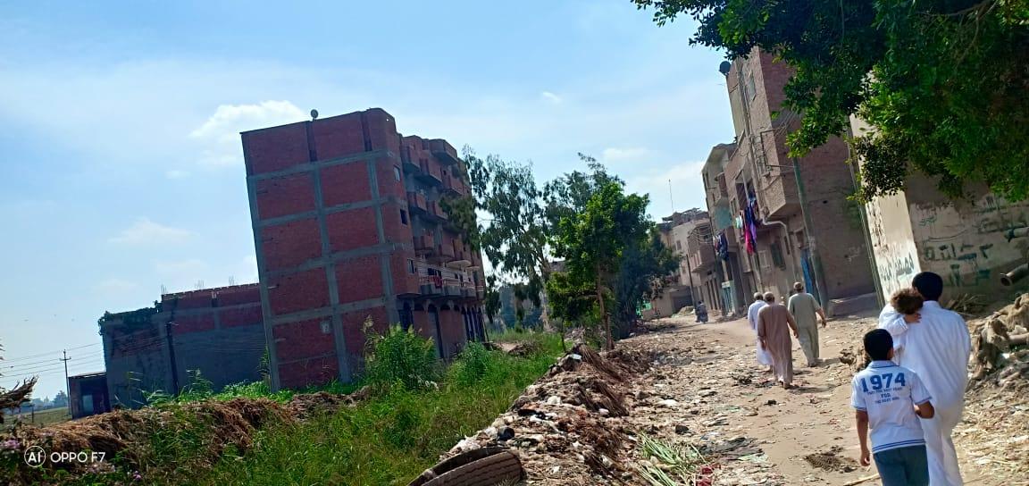صور..  القمامة  تحاصر مصرف كنيسة دمشيت بالغربية  (2)