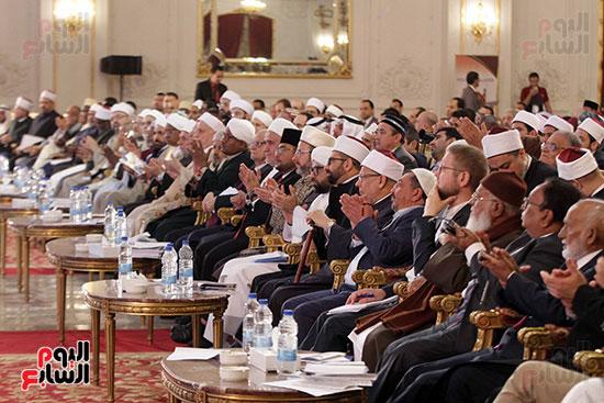 صور ختام أعمال المؤتمر العالمى الرابع للإفتاء (23)