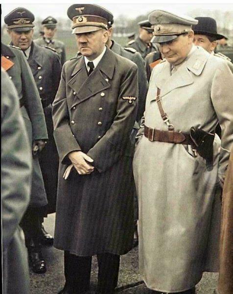 هتلر عند قبر نابليون