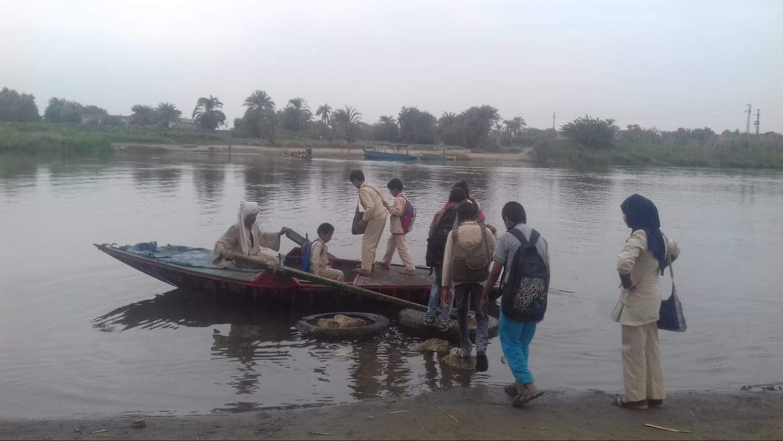 نقل التلاميذ فى القوارب