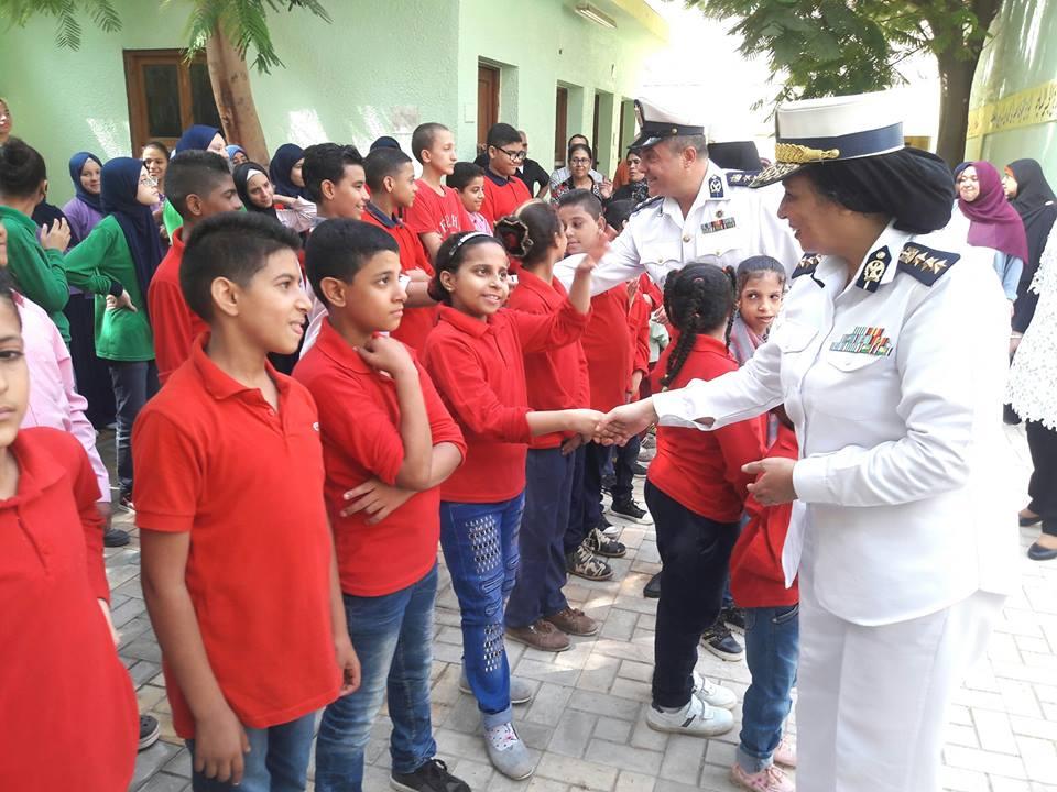 الشرطة مع الطلاب