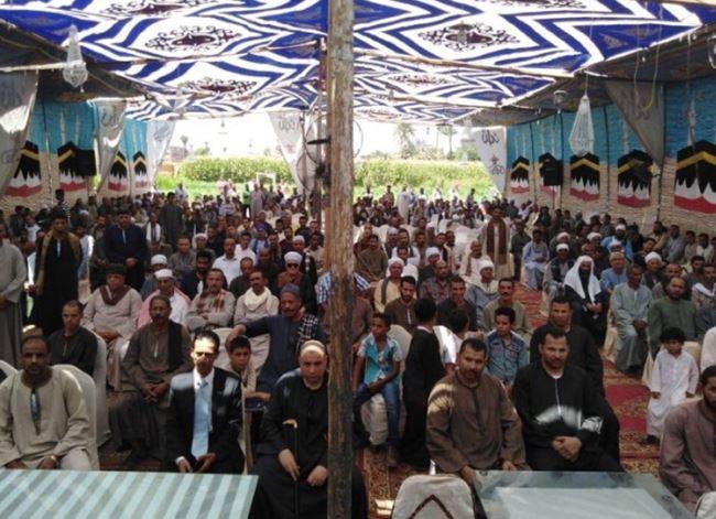 الأهالي يشاركون في جلسة صلح
