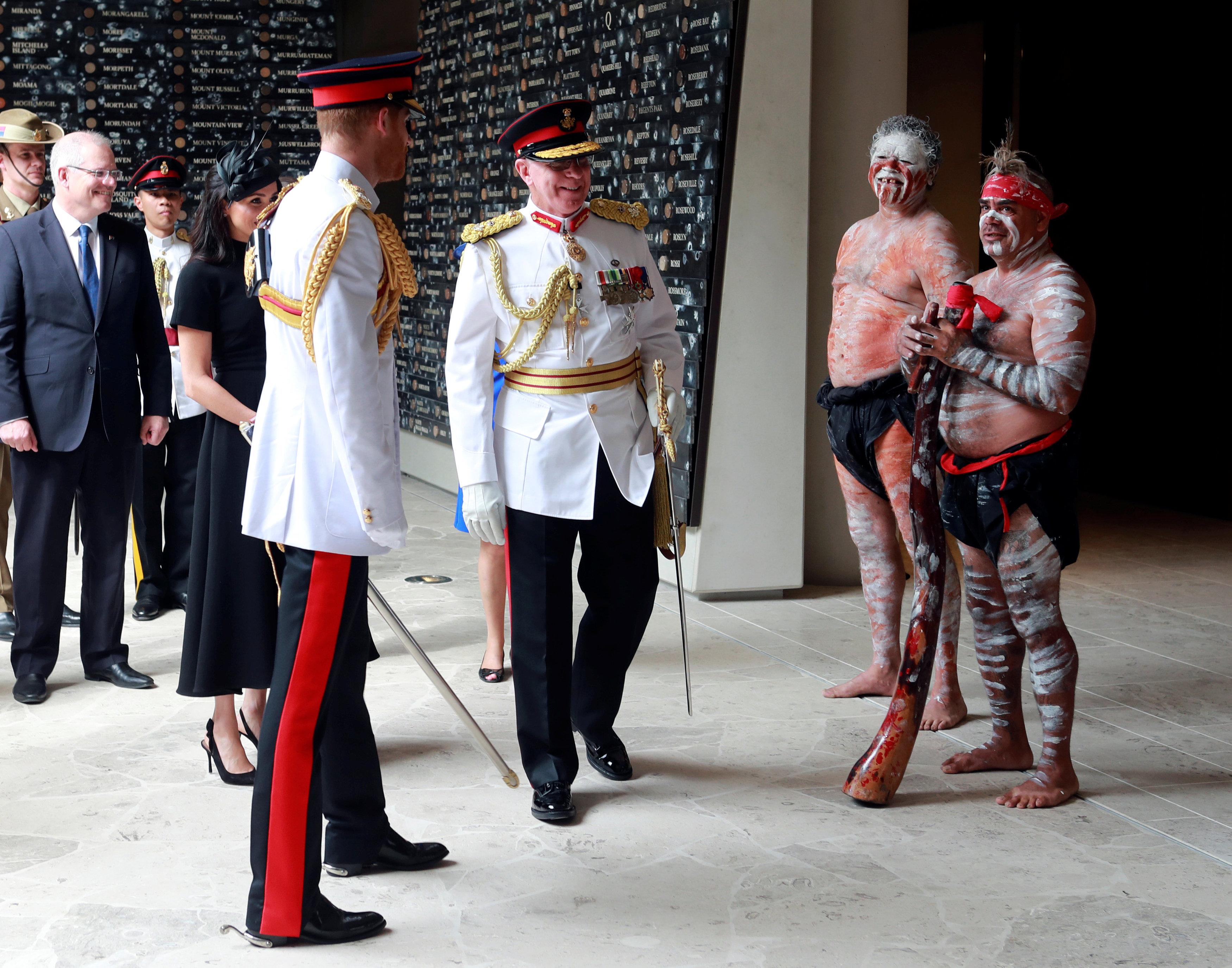 الأمير هارى بملابسه الرسمية