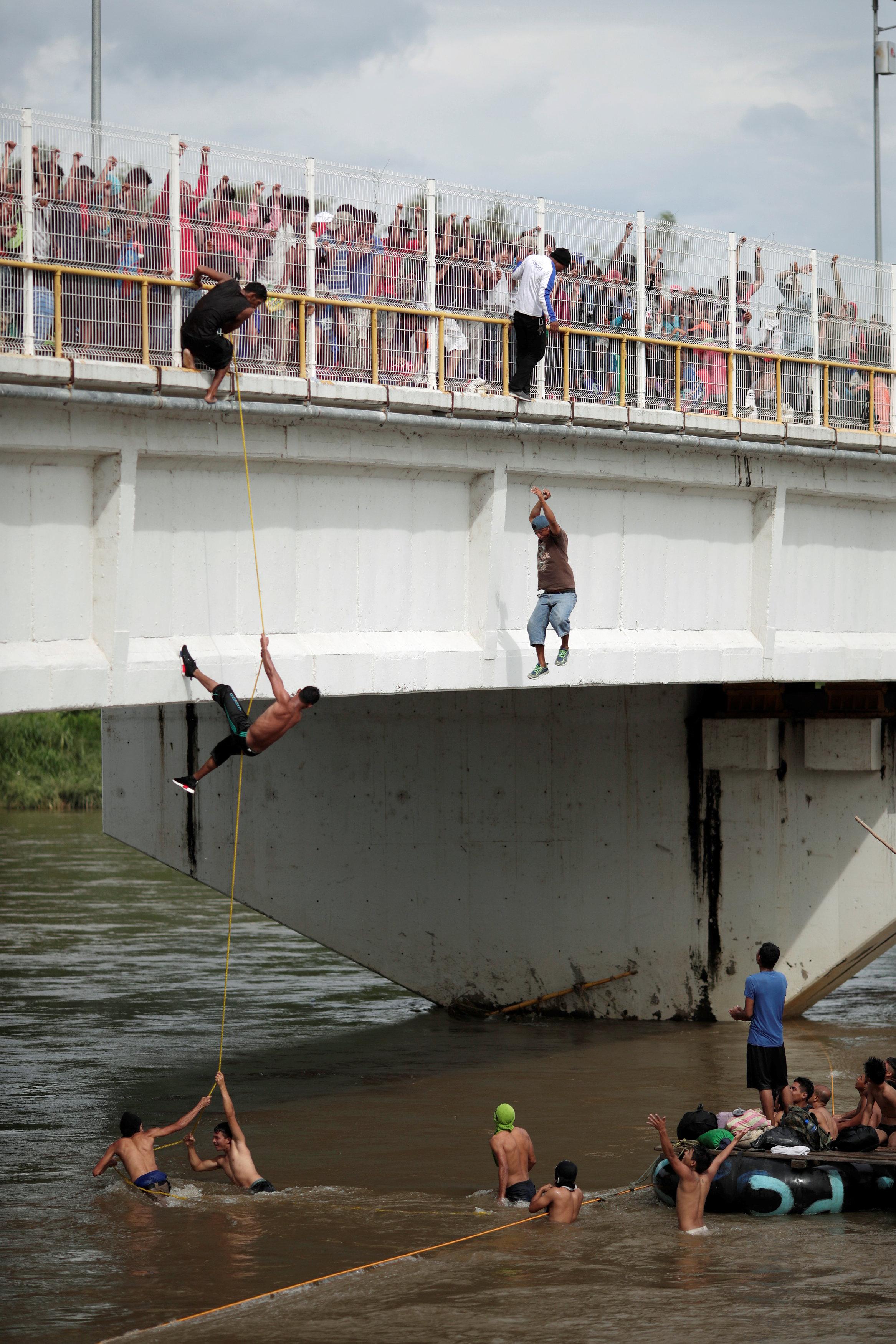 القفز فى المياه للهرب إلى الولايات المتحدة