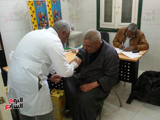 الوحدات-الصحية-بالمحافظات-صداع-دائم-في-رأس-وزير-الصحة-علي-مر-العصور-(10)