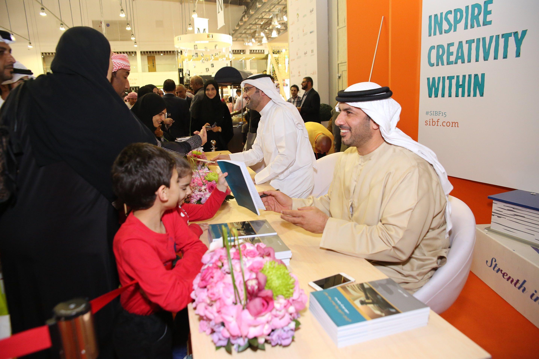 ركن التوقيع خلال معرض الشارقة الدولي للكتاب  (2)