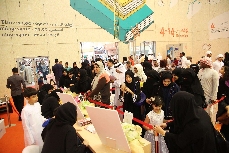 ركن التوقيع خلال معرض الشارقة الدولي للكتاب  (1)