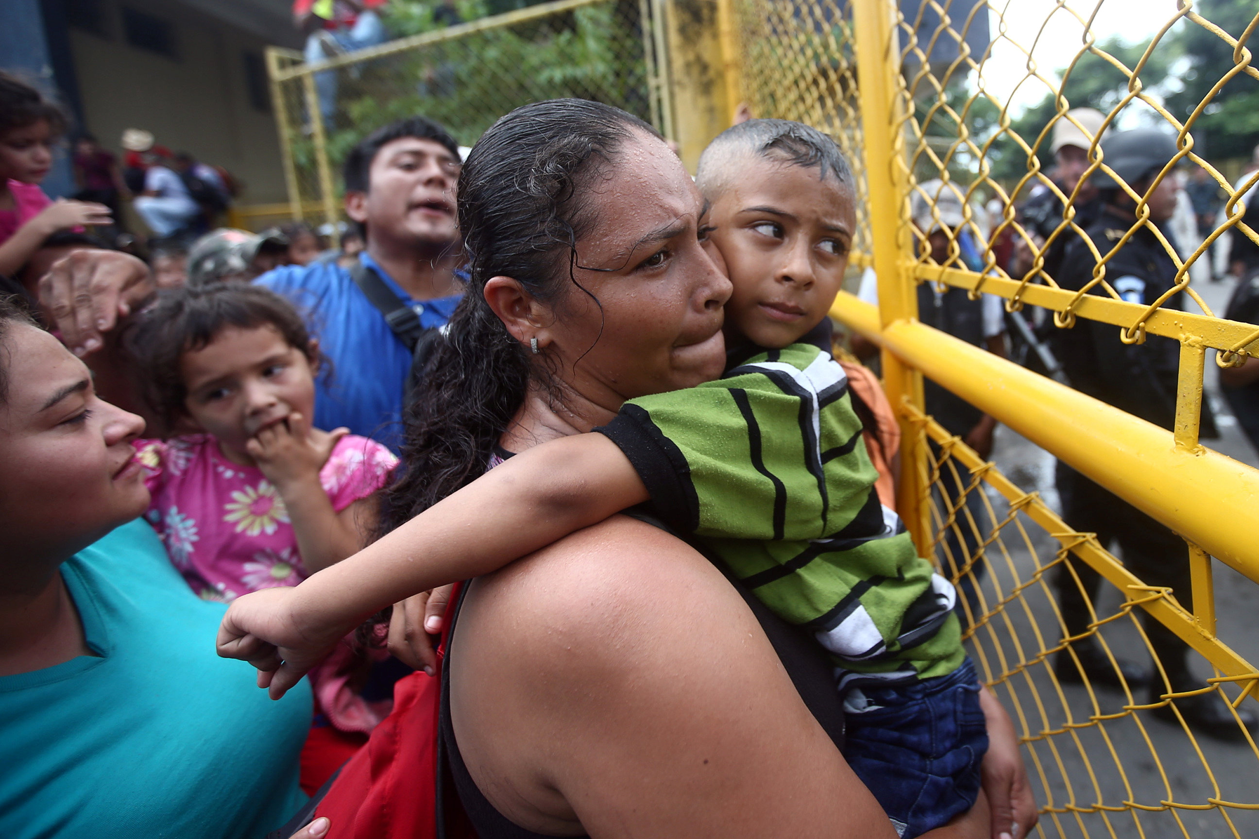 سيدات من هندوراس فى انتظار الهرب إلى الولايات المتحدة