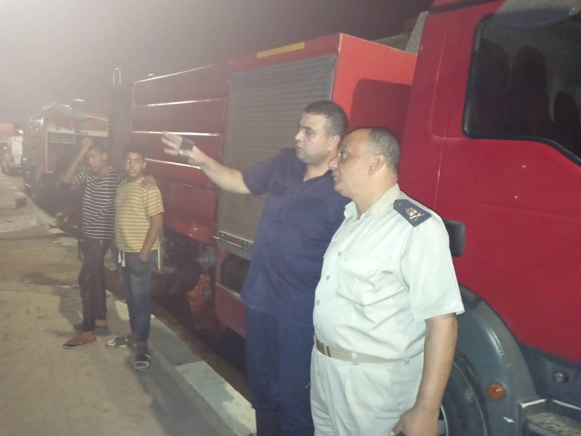 12 سيارة إطفاء للسيطرة على حريق بمصنع أدوات كهربائية بالعاشر من رمضان (1)