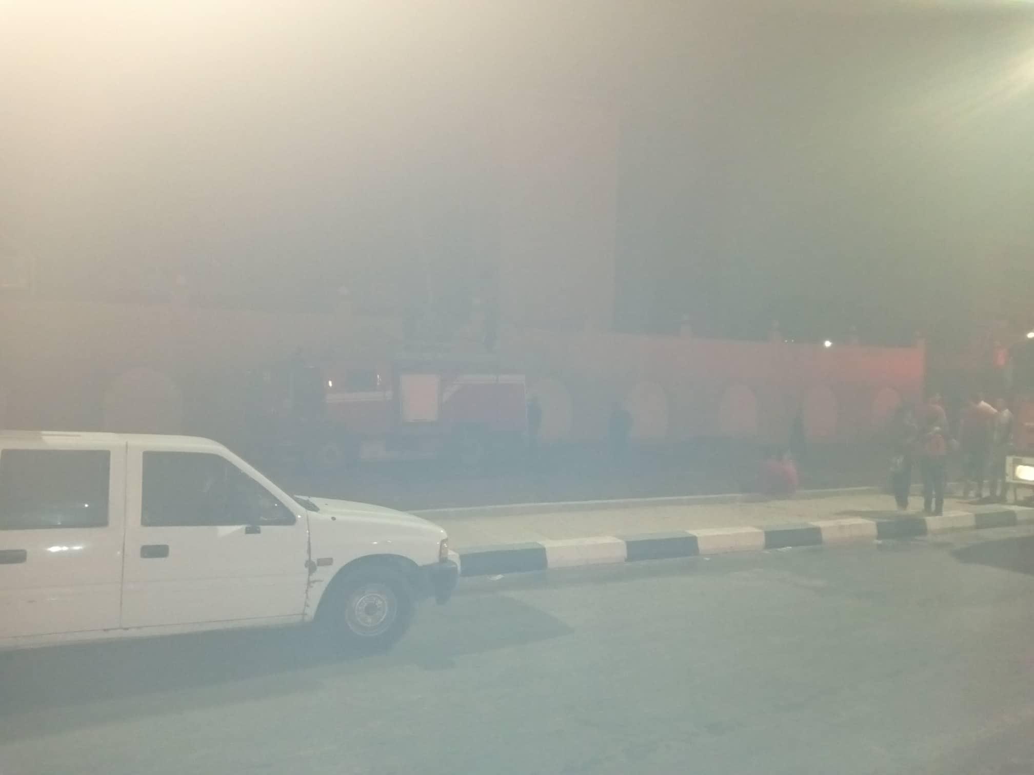 12 سيارة إطفاء للسيطرة على حريق بمصنع أدوات كهربائية بالعاشر من رمضان (8)