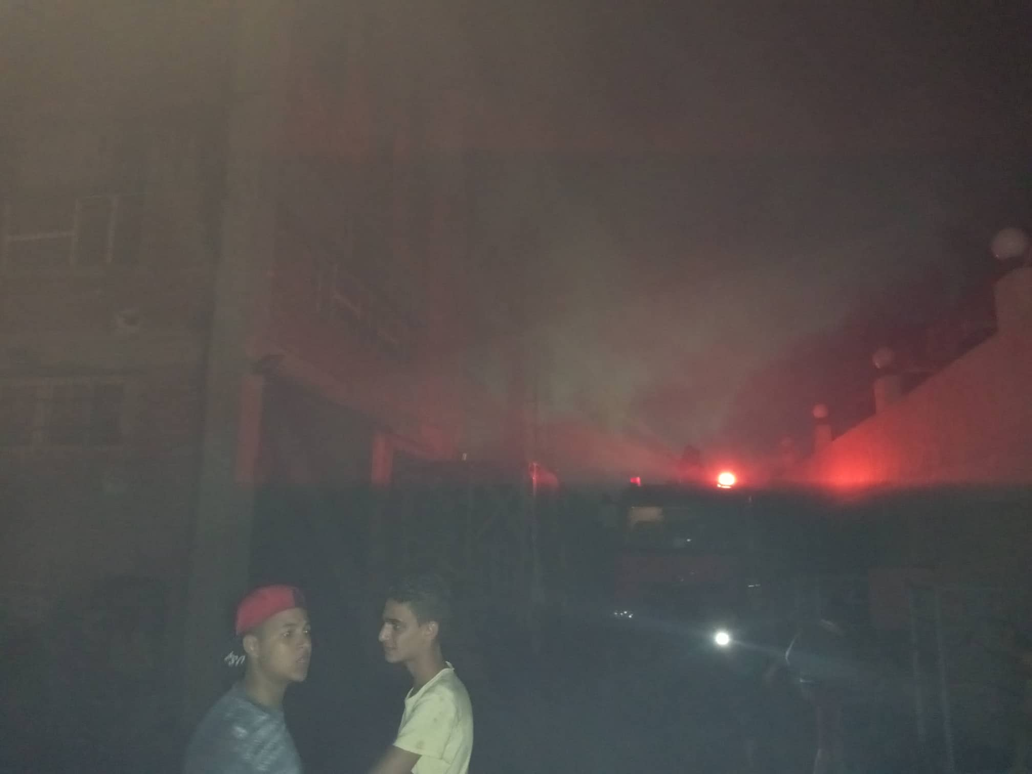 12 سيارة إطفاء للسيطرة على حريق بمصنع أدوات كهربائية بالعاشر من رمضان (4)