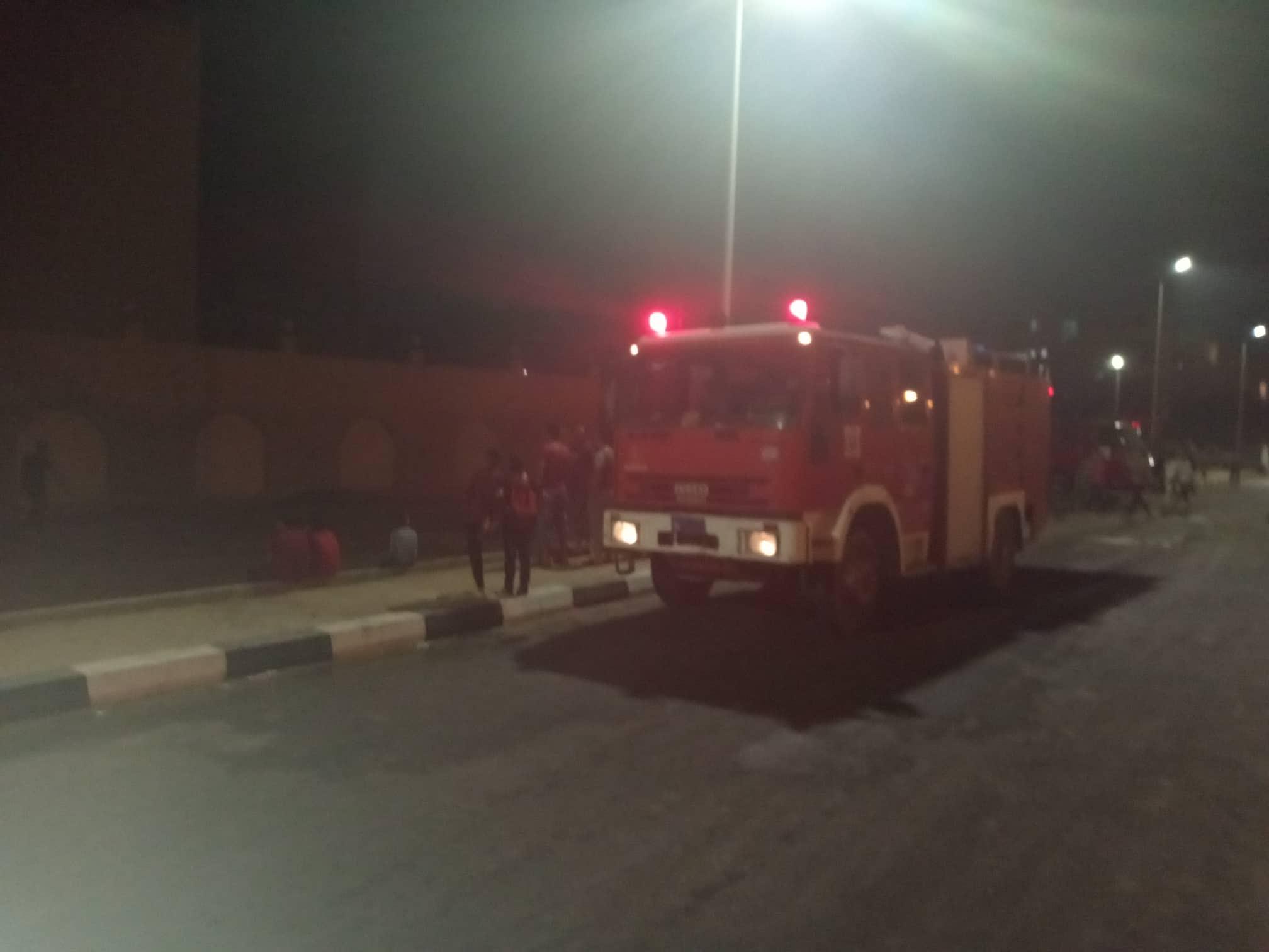12 سيارة إطفاء للسيطرة على حريق بمصنع أدوات كهربائية بالعاشر من رمضان (9)
