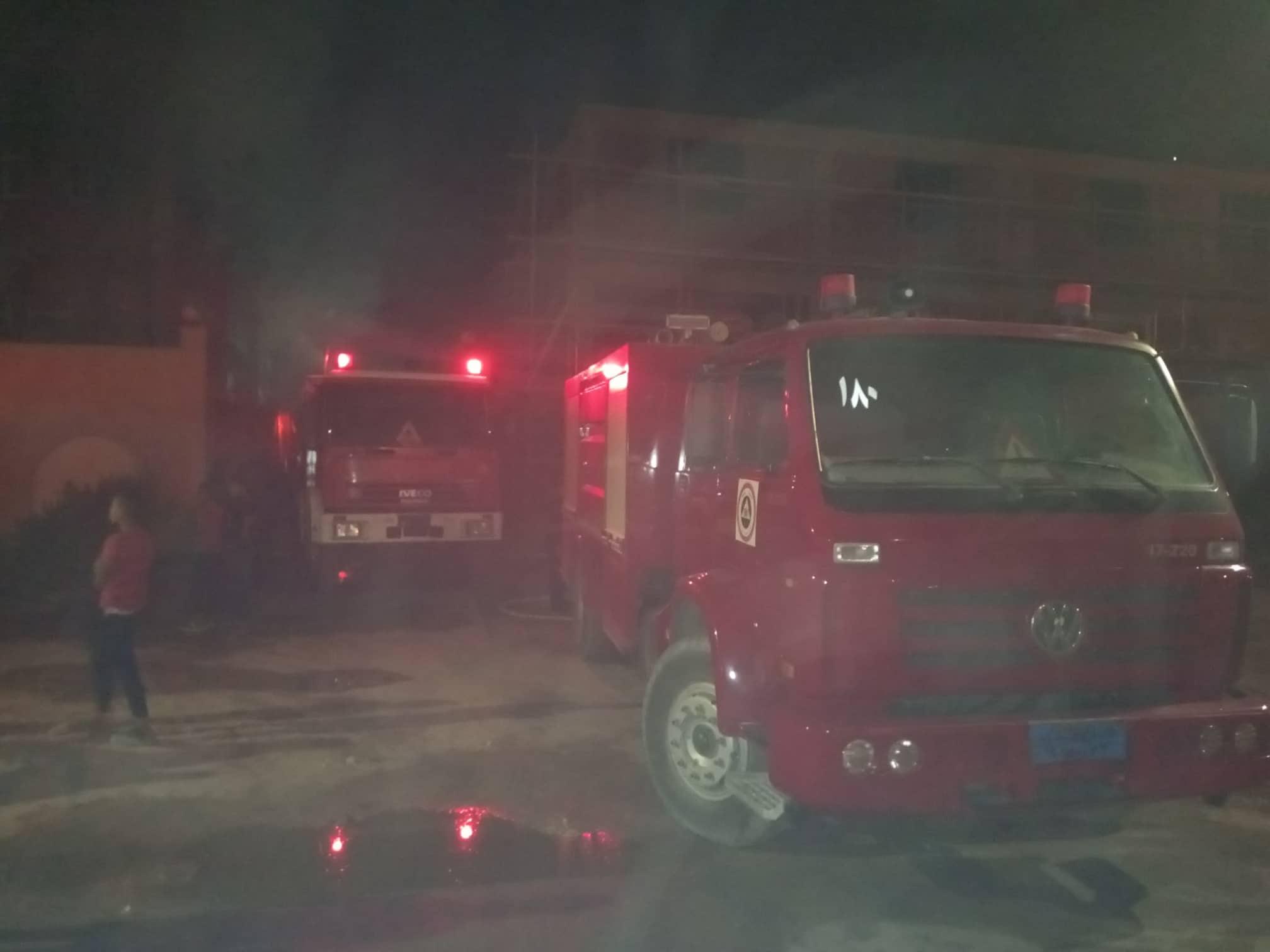 12 سيارة إطفاء للسيطرة على حريق بمصنع أدوات كهربائية بالعاشر من رمضان (6)