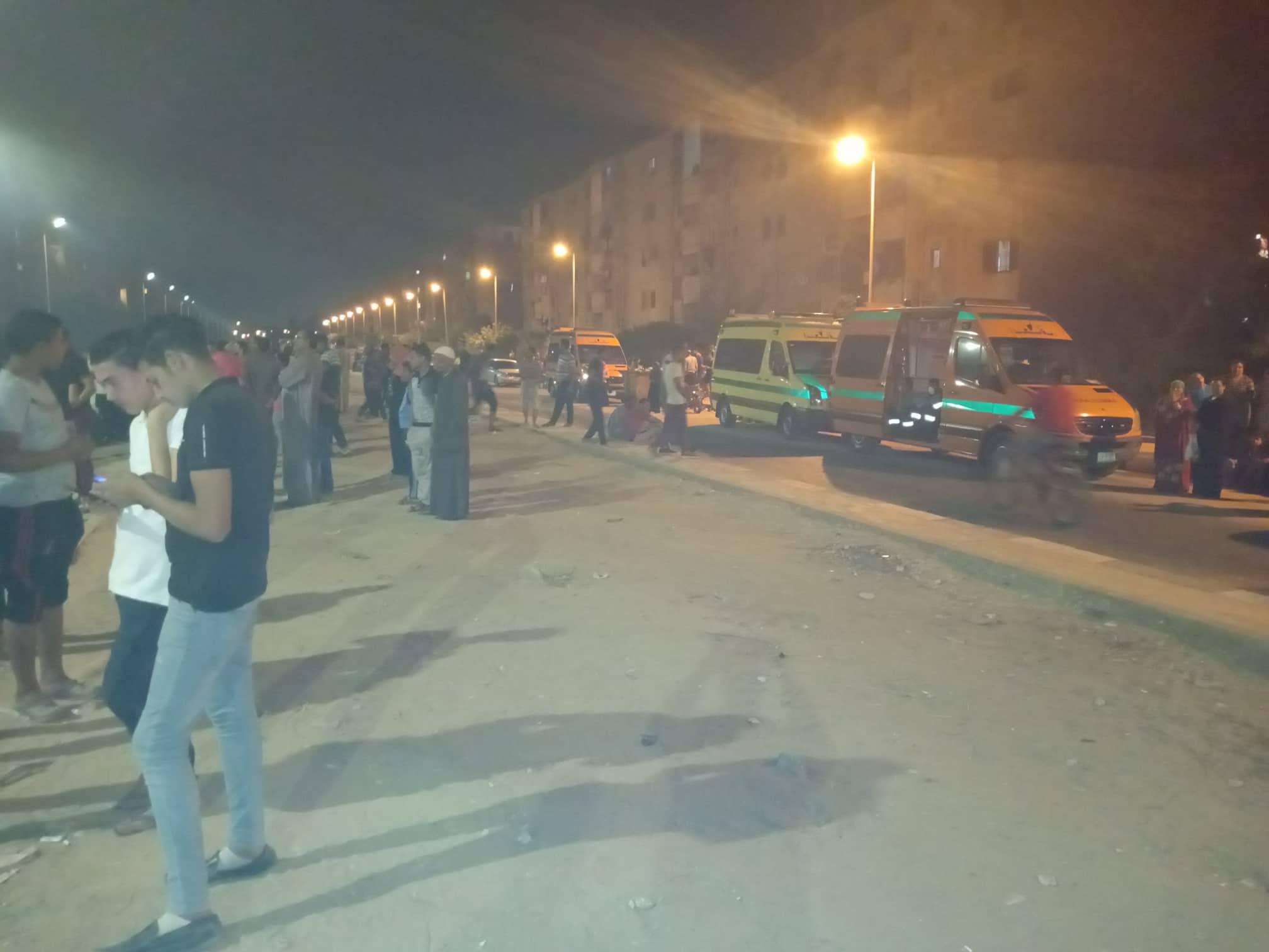 12 سيارة إطفاء للسيطرة على حريق بمصنع أدوات كهربائية بالعاشر من رمضان (7)