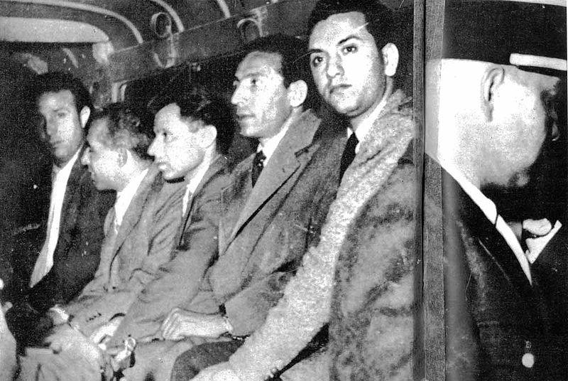 قادة الثورة الجزائرية بعد اعتقالهم